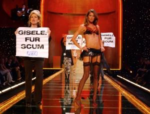 Victoria's Secret Fashion Show 2002 - Show